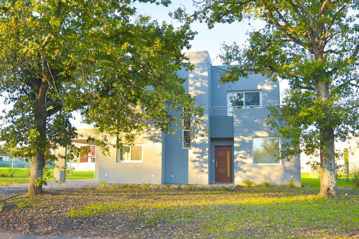 Foto Casa en Venta | Alquiler en  Fincas de Hudson,  Countries/B.Cerrado (Berazategui)  Fincas de Hudson R 14