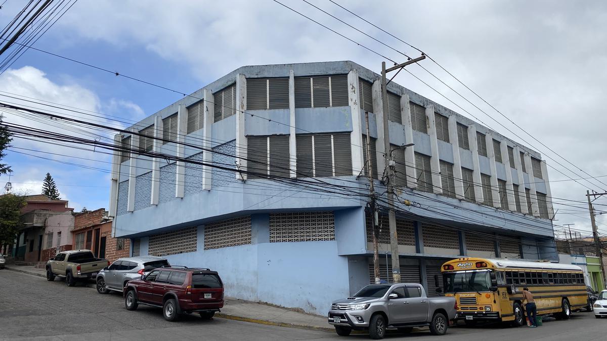 Foto Edificio Comercial en Venta en  Villa Adela,  Tegucigalpa  Edificio Comercial  en Sexta Avenida, Comayaguela
