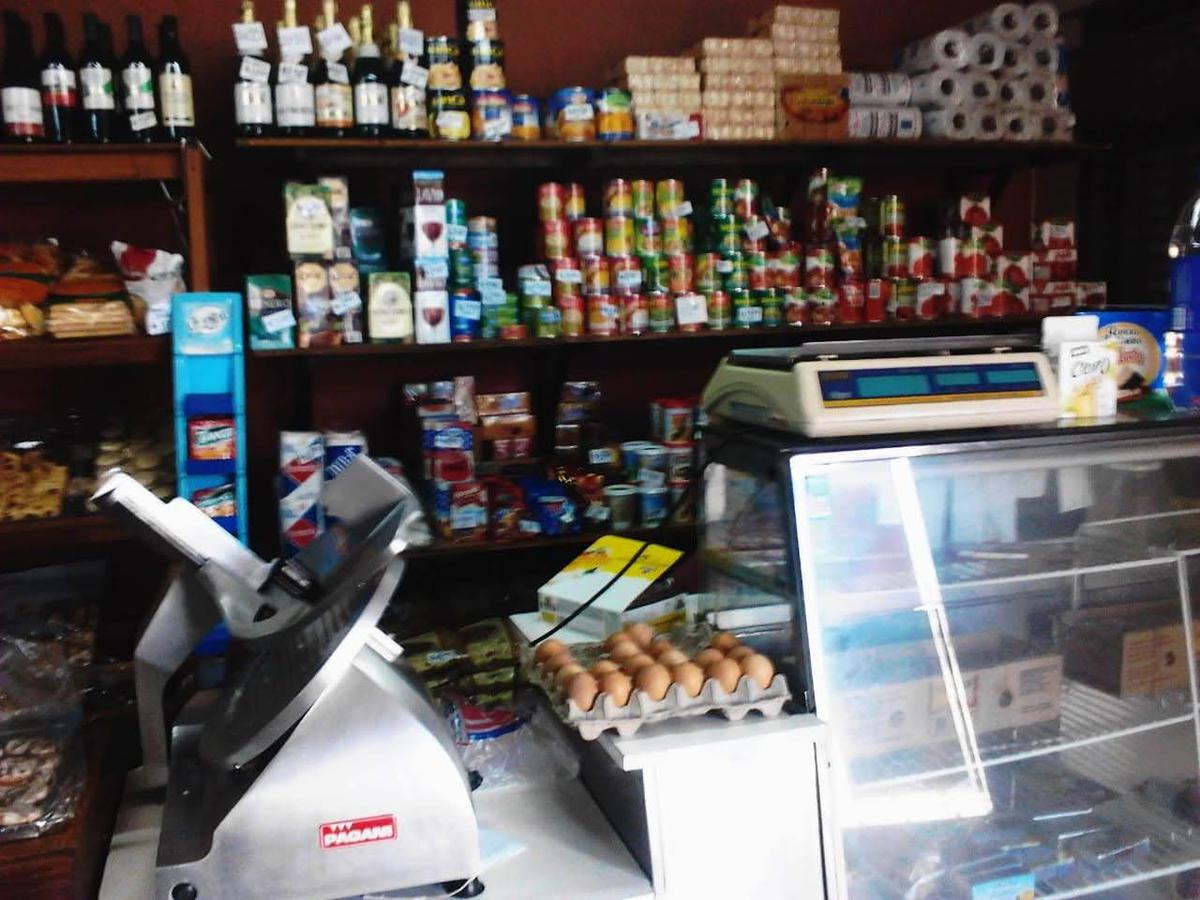 Foto Local en Alquiler en  San Fernando,  Cordoba Capital  Luis Maria Drago al 500