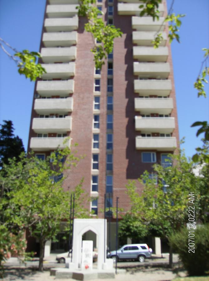 Foto Departamento en Alquiler en  Área Centro Este ,  Capital  Avenida Argentina al 500
