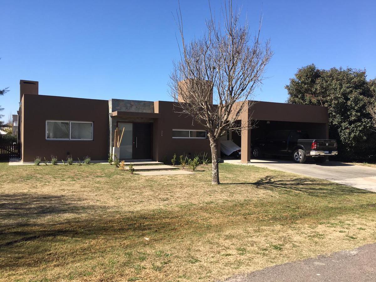 Foto Casa en Venta en  Funes ,  Santa Fe  Kentucky Club de Campo