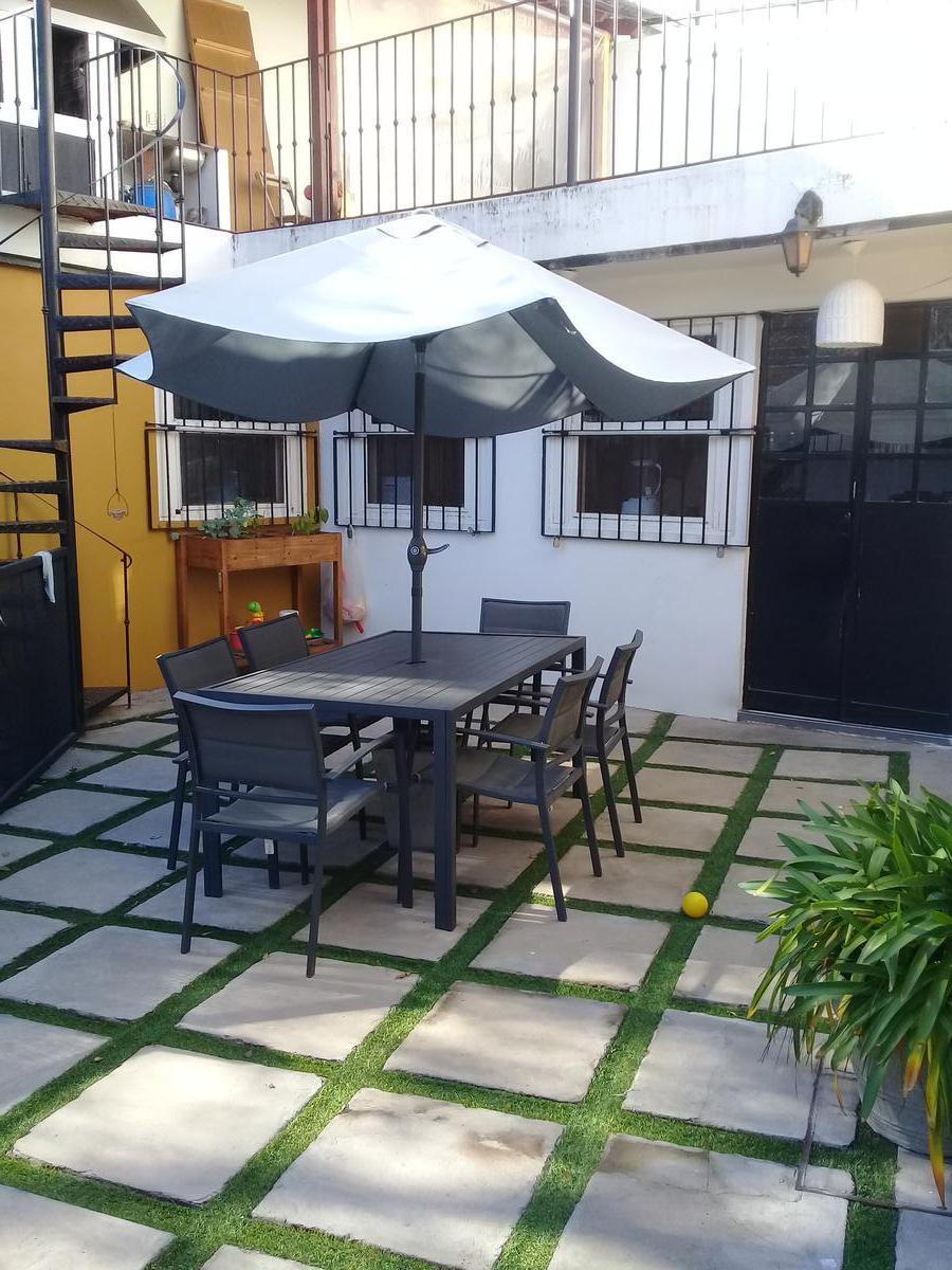 Foto Casa en Venta en  San Isidro ,  G.B.A. Zona Norte  Espectacular casa en esquina. Desarrollada en PB  y 1er piso. Tiene pileta, terraza, quincho y jardín. San Isidro Buenos Aires