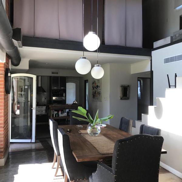 Foto Casa en Venta en  Echeverria Del Lago,  Countries/B.Cerrado  Boulevar dupui al 6000