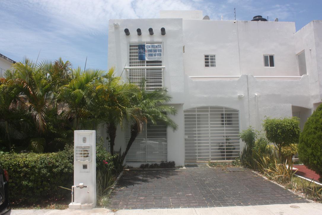 Foto Casa en Renta | Venta en  Villa Marino,  Cancún  VILLA MARINO Casa en VENTA o  RENTA de 3 recámaras 1 baño Semi amueblada  en Cancún, Quintana Roo
