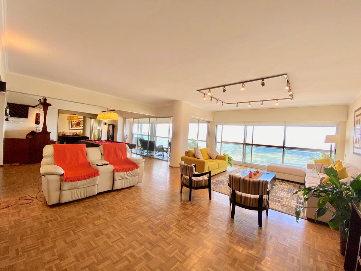 Foto Apartamento en Alquiler en  Pocitos ,  Montevideo  Avenida Brasil al 3100