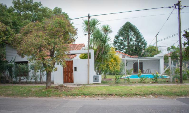 Foto Casa en Venta en  City Bell,  La Plata  473 bis (ex 15) esquina 21