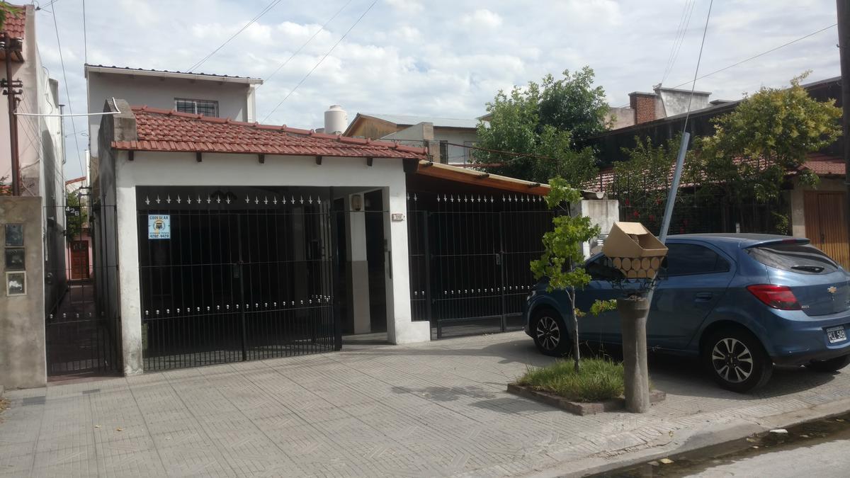 Foto PH en Venta en  Lanús,  Lanús  Nazar al 432