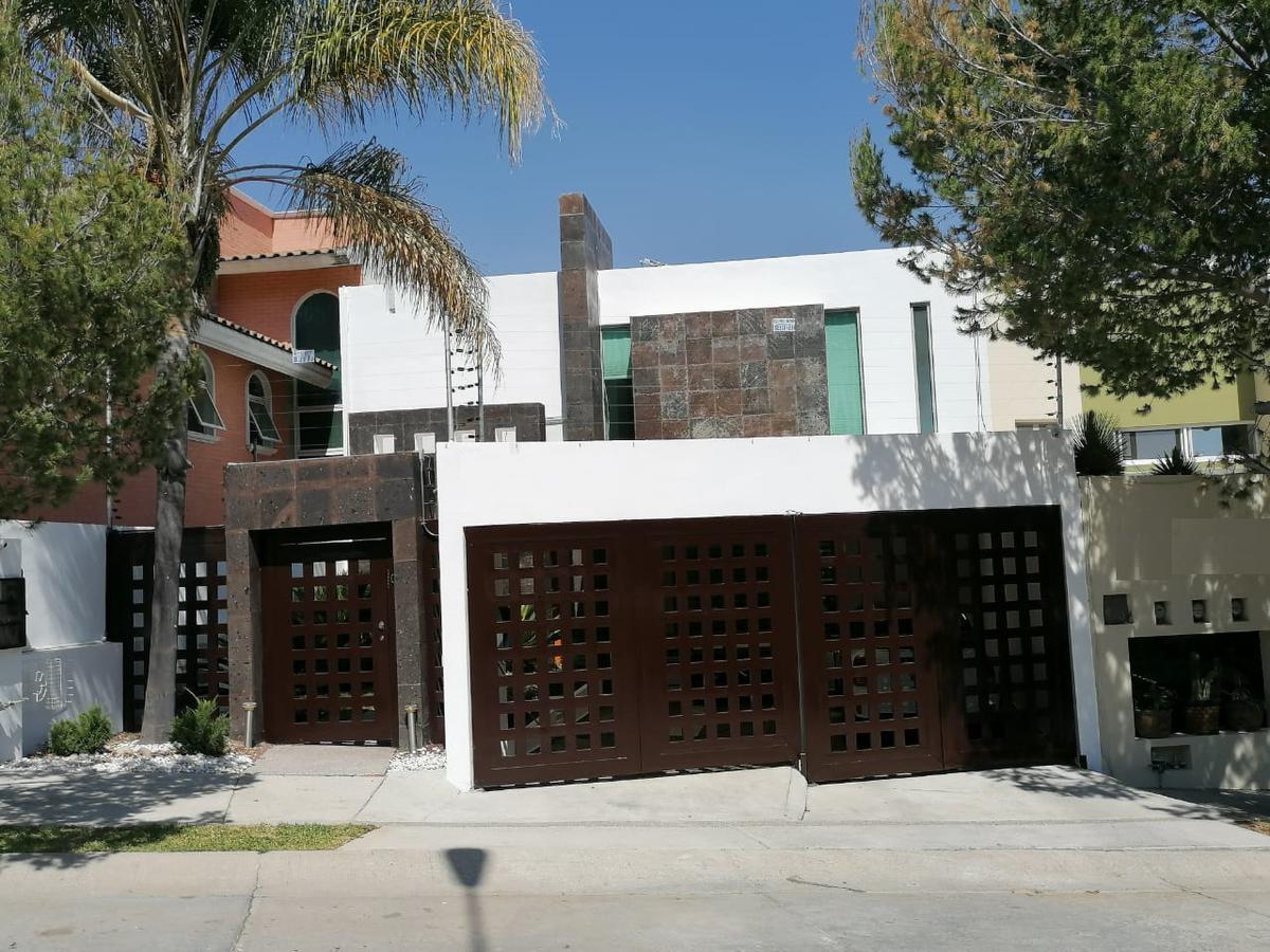 Foto Casa en Venta en  Porta Fontana,  León  Casa en VENTA o RENTA en Porta Fontana, padrísima, impecable, espectacular diseño,  jacuzzi, deck, y mucho más!!!