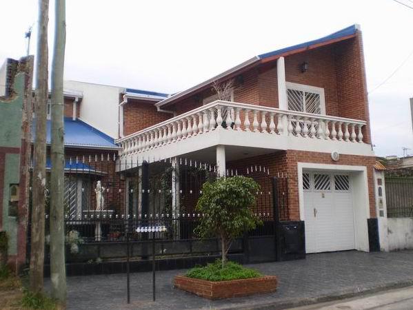 Foto Casa en Venta en  Sarandi,  Avellaneda  Brandsen 2459