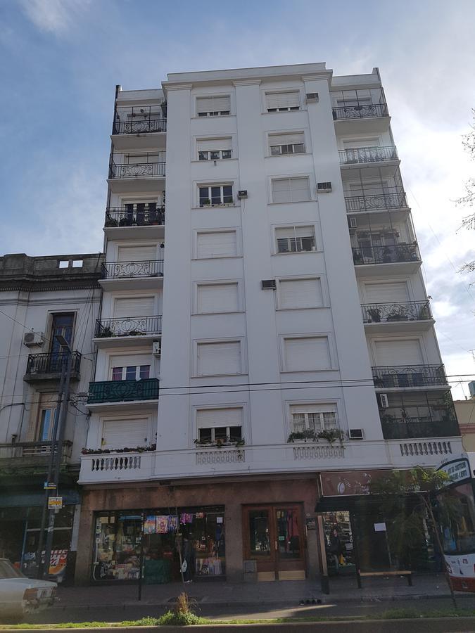 Foto Departamento en Venta en  Parque Patricios ,  Capital Federal  Av.Caseros al 2900