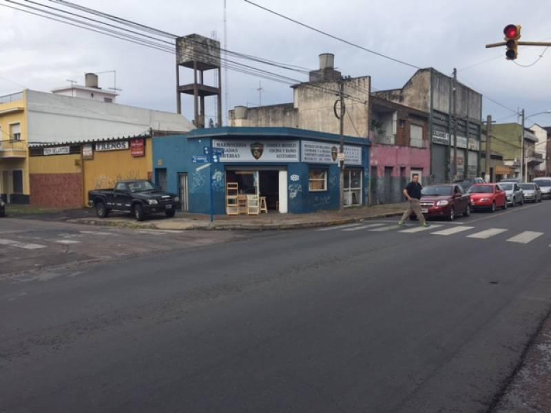 Foto Local en Venta en  Caseros,  Tres De Febrero  PRESIDENTE PERON 5693