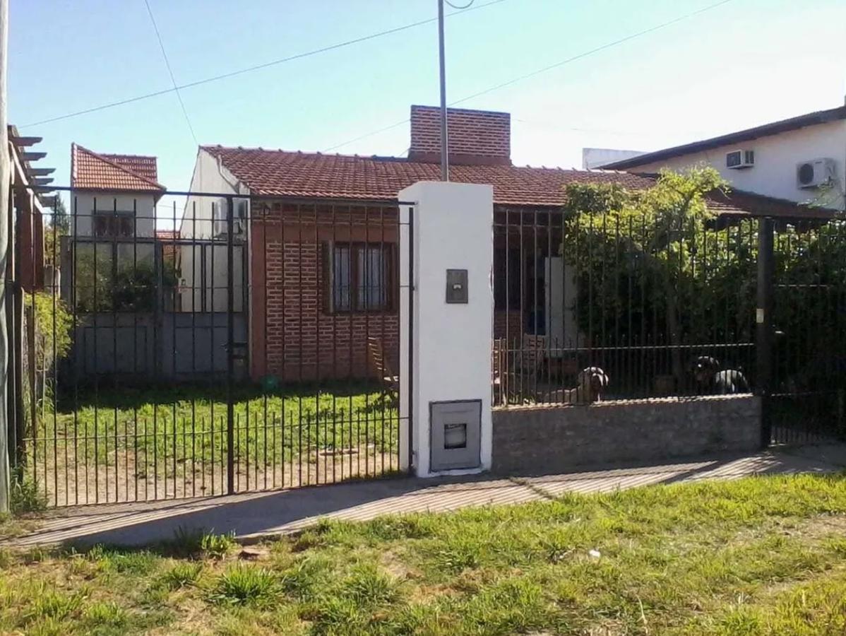 Foto Casa en Venta en  Manuel B Gonnet,  La Plata  10 e/ 506 y 507