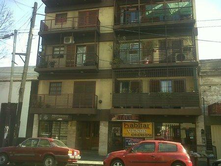 Foto Departamento en Venta en  Lanús Este,  Lanús  Sitio de Montevideo 1083 4° A