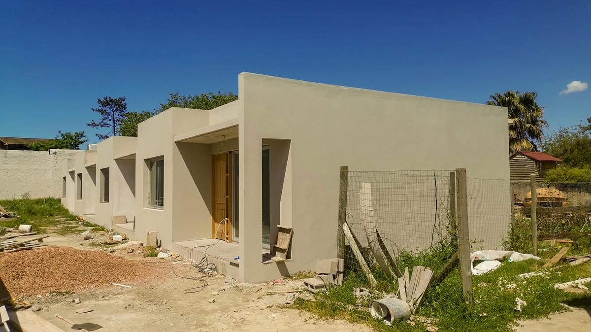 Foto Casa en Alquiler en  El Pinar ,  Canelones  a media cuadra al sur de ruta Interbalnearia