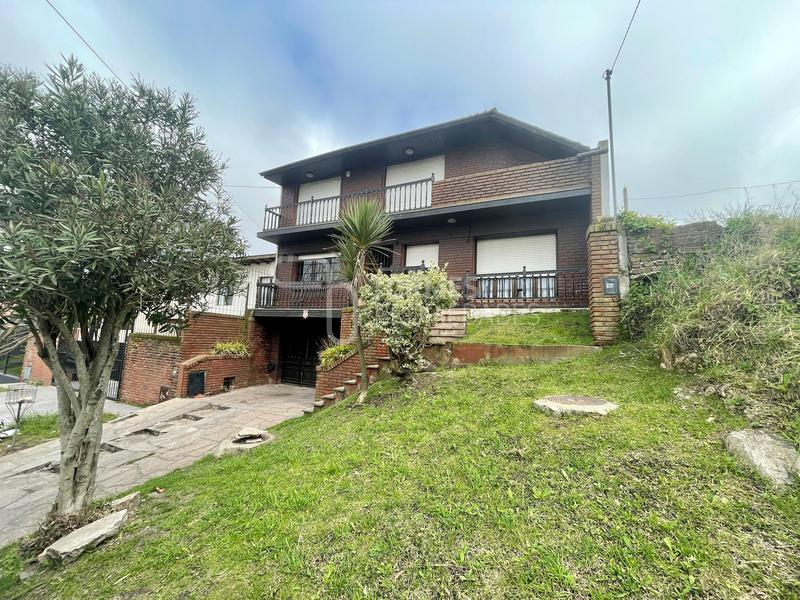 Foto Casa en Venta en  San Carlos,  Mar Del Plata  Alsina al 4400