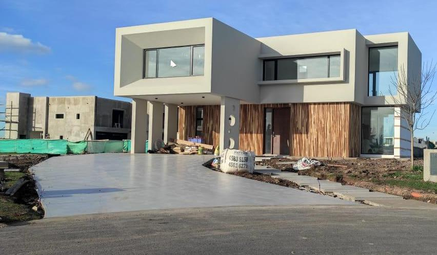 Foto Casa en Venta en  Terralagos,  Countries/B.Cerrado (Ezeiza)  Venta - Casa a estrenar con vista a la laguna en Terralagos