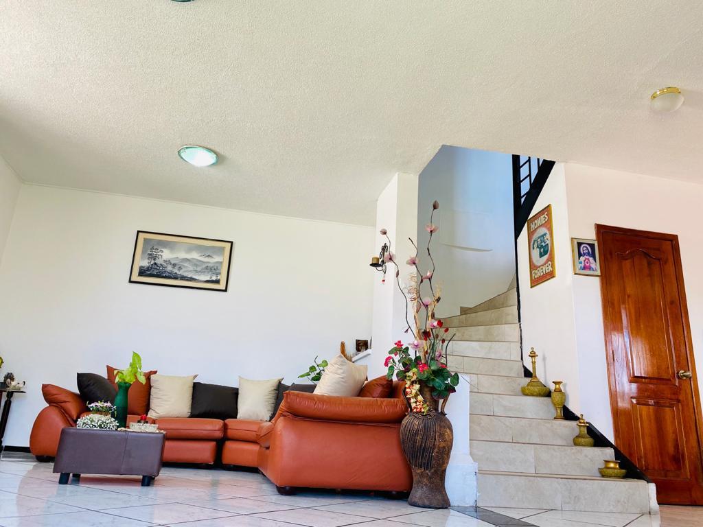 Foto Casa en Venta en  La Armenia,  Quito  Amplia Casa de Venta 282.28m2 / $128000 - Sector La Armenia (Valle de los Chillos)