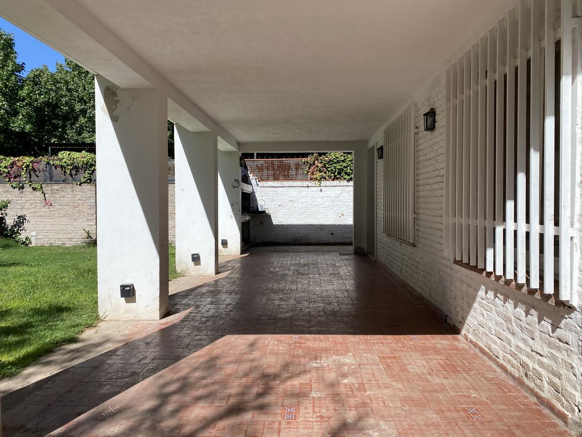Casa de 2 dormitorios en venta  con parrillero - Fisherton