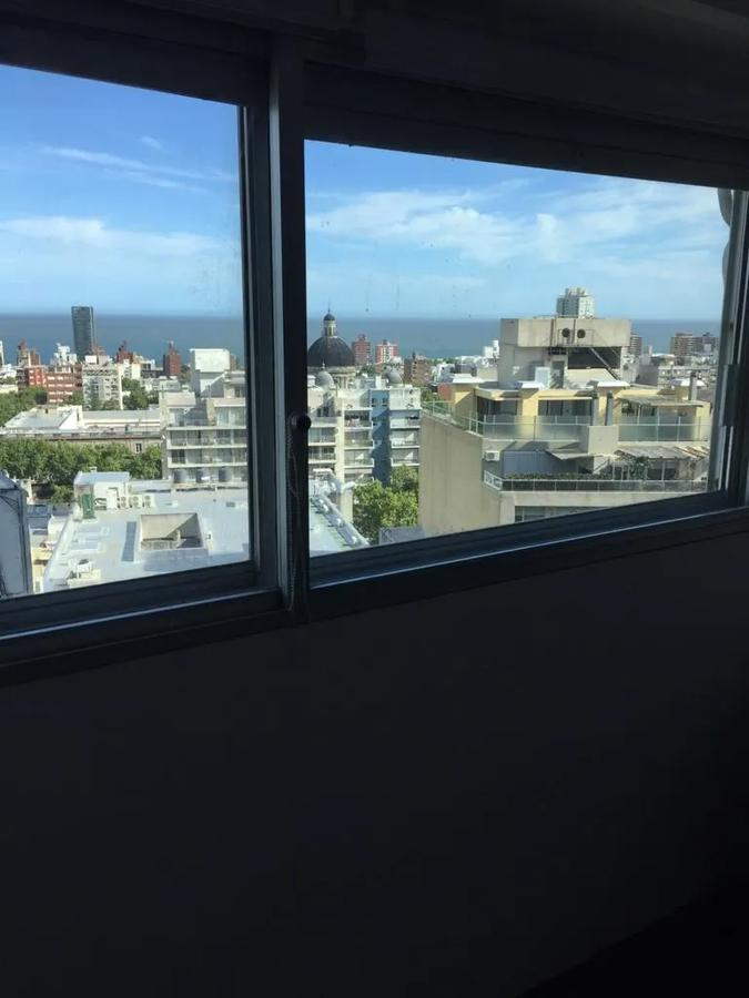 Foto Apartamento en Alquiler en  Cordón ,  Montevideo  2 Dorm - 18 de Julio y Vazquez - Piso 14