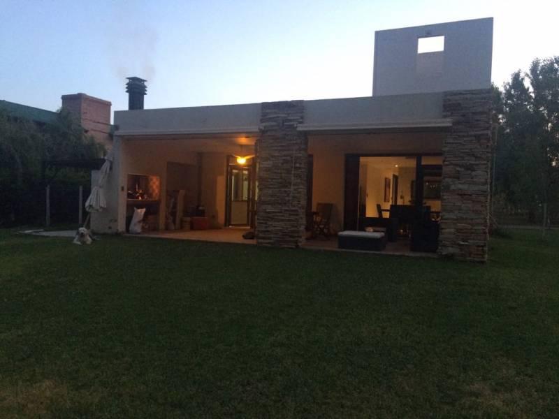 Foto Casa en Venta en  Centenario,  Confluencia  Centenario