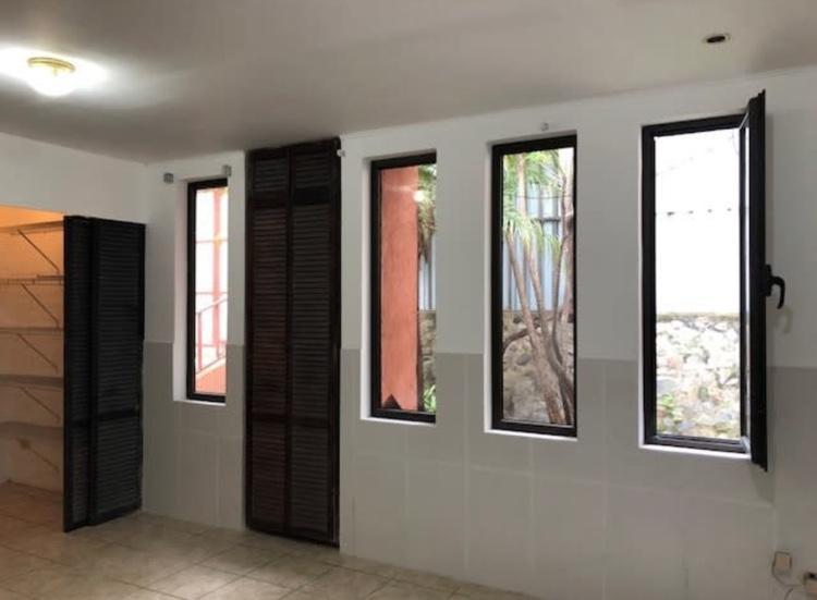 Foto Casa en Venta en  San Miguel,  Escazu  Escazú / Casa independiente + Apartamento / Completamente Remodelada
