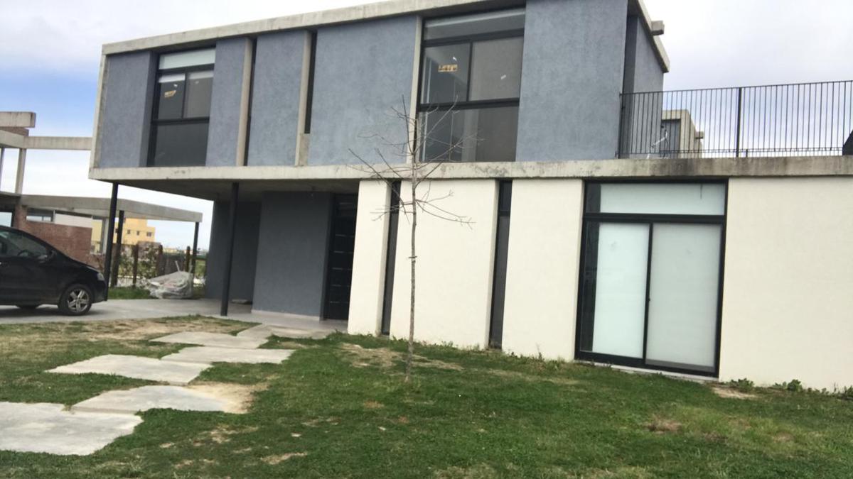 Foto Casa en Venta en  San Sebastián,  Countries/B.Cerrado (Pilar)  boote al 3800