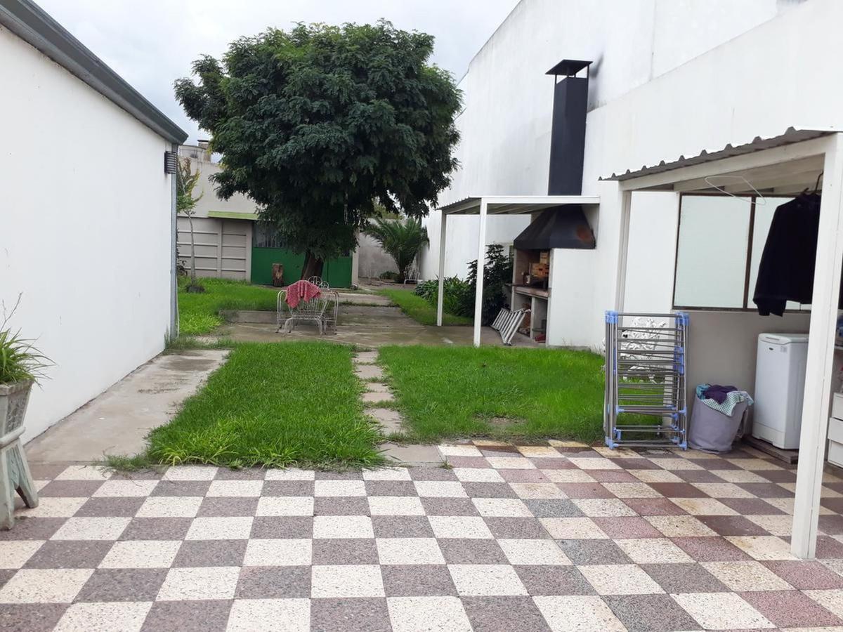 Foto Casa en Venta en  La Plata,  La Plata  32 e/ 134 y 135