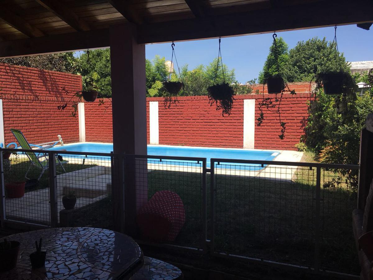 Foto Casa en Venta en  Sarandi,  Avellaneda  GRAL DEHEZA al 400