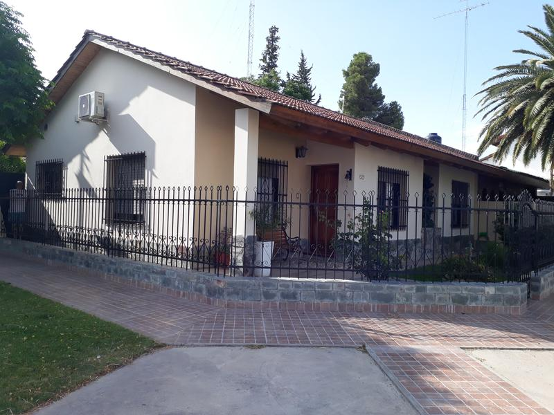 Foto Casa en Venta en  Villa Regina,  General Roca  CASA 3-DORMITORIOS-V.R.