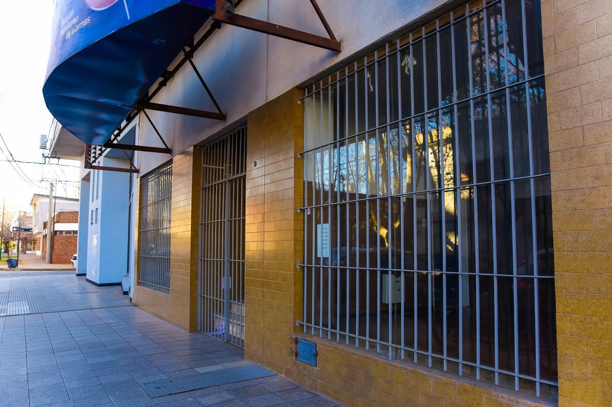 Foto Local en Venta en  Junin ,  Interior Buenos Aires  Roque Vazquez N° 9