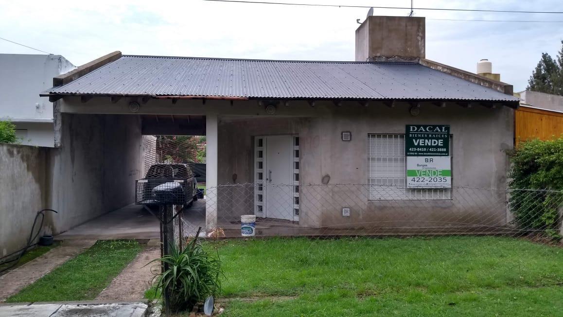 Foto Casa en Venta en  Lisandro Olmos Etcheverry,  La Plata  199 e/ 41 y 42