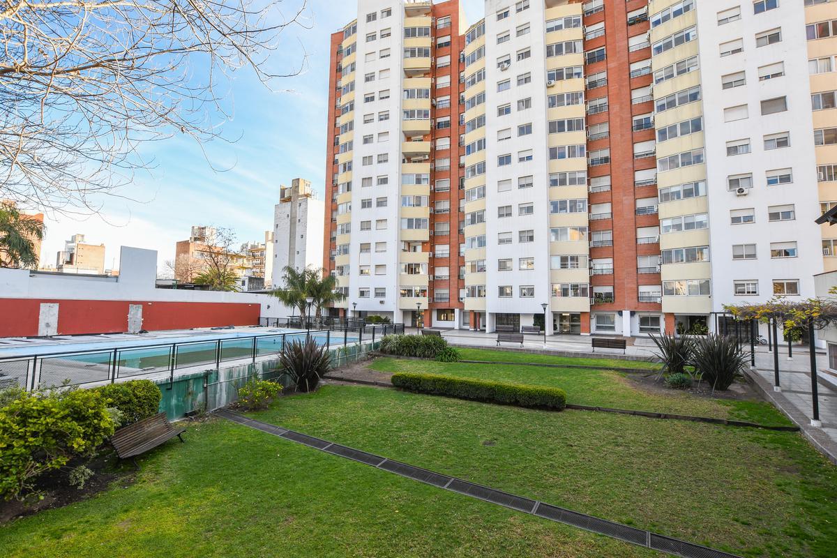 Venta departamento  de 3 dormitorios  más habitación servicio Barrio Abasto  Cochera y Amenities