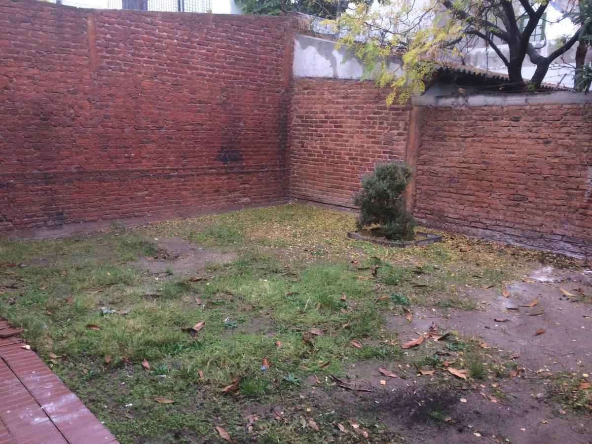 Foto Casa en Venta | Alquiler en  Capital ,  Neuquen  LARREA al 570