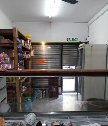 Foto Local en Alquiler en  La Plata ,  G.B.A. Zona Sur  27 y 51