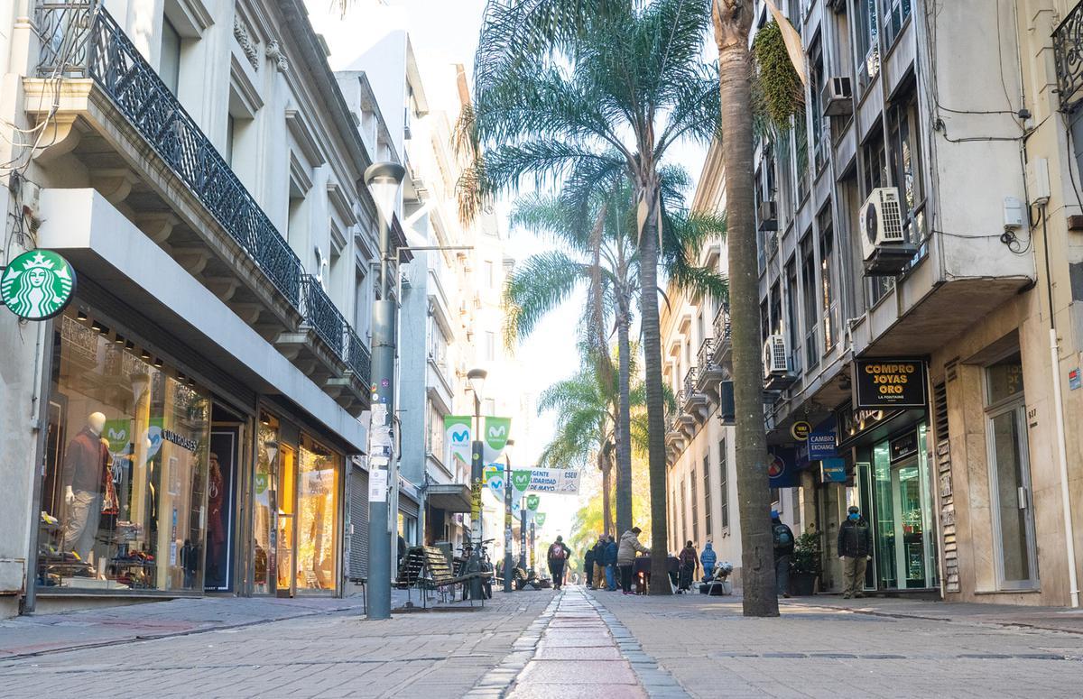 Foto Oficina en Alquiler | Venta en  Ciudad Vieja ,  Montevideo  Edificio de Oficinas en Alquiler y Venta  en Peatonal Sarandí