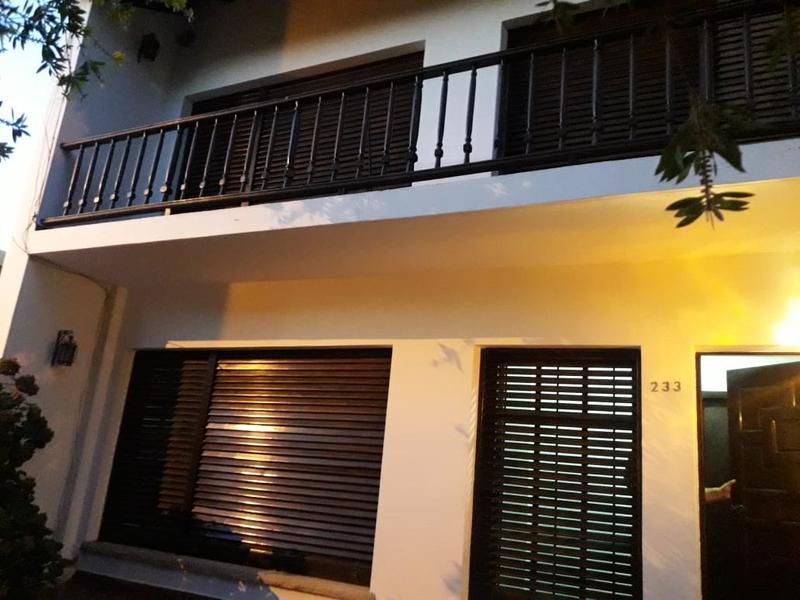 Foto Casa en Venta en  Villa Regina,  General Roca  CASA 4- DORMITORIOS-(V.R.)