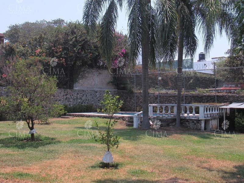 Foto Casa en Venta en  Los Volcanes,  Cuernavaca  VENTA CASA PARA REMODELAR EN UN NIVEL - V136