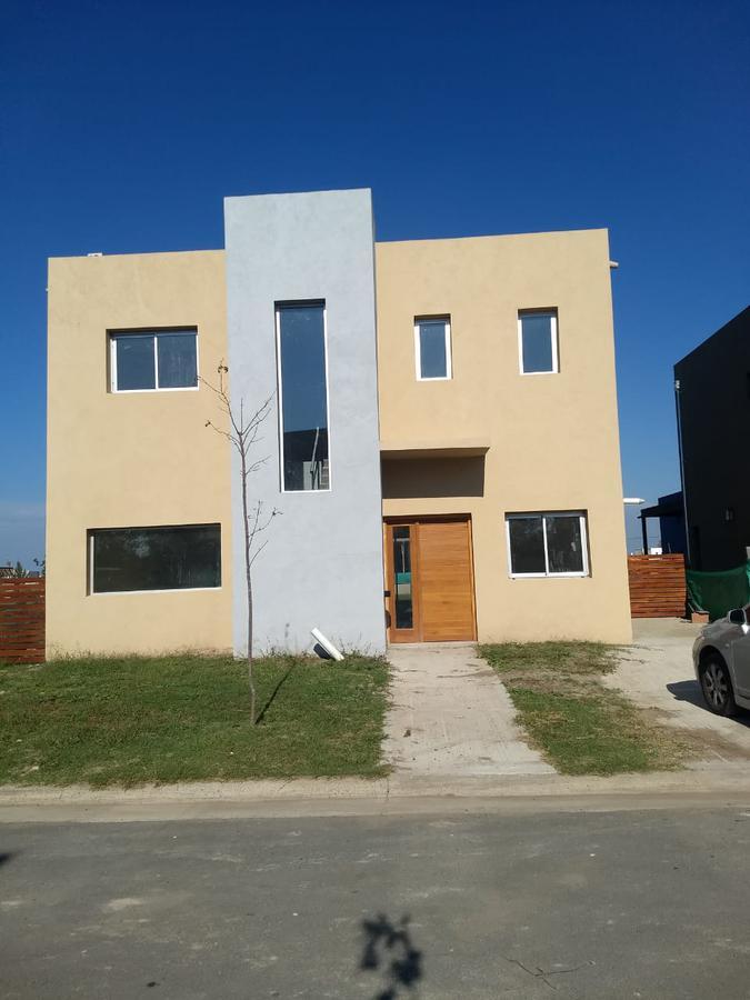 Foto Casa en Alquiler en  Tigre ,  G.B.A. Zona Norte  Alquiler casa 4 amb. a estrenar con piscina y  amarra Vila Marina 1 - Villanueva Tigre