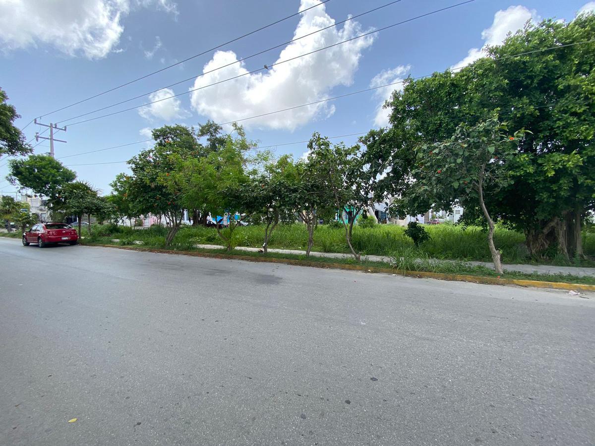 Foto Terreno en Venta en  Región 227,  Cancún  av. rio lacan por av lonbardo toledano