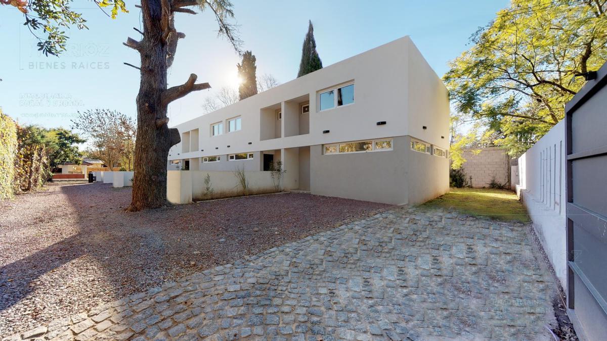 Foto Casa en Venta |  en  Manuel B Gonnet,  La Plata  490 entre 21 y Camino Belgrano