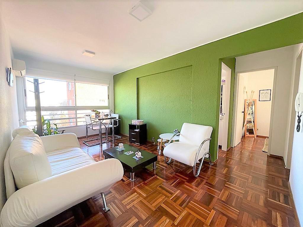 Foto Apartamento en Venta en  Parque Rodó ,  Montevideo  Joaquín Requena al 1000