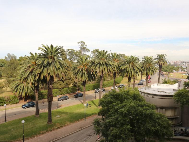 Foto Departamento en Venta en  Golf ,  Montevideo  Disfrute de vivir frente al Golf!