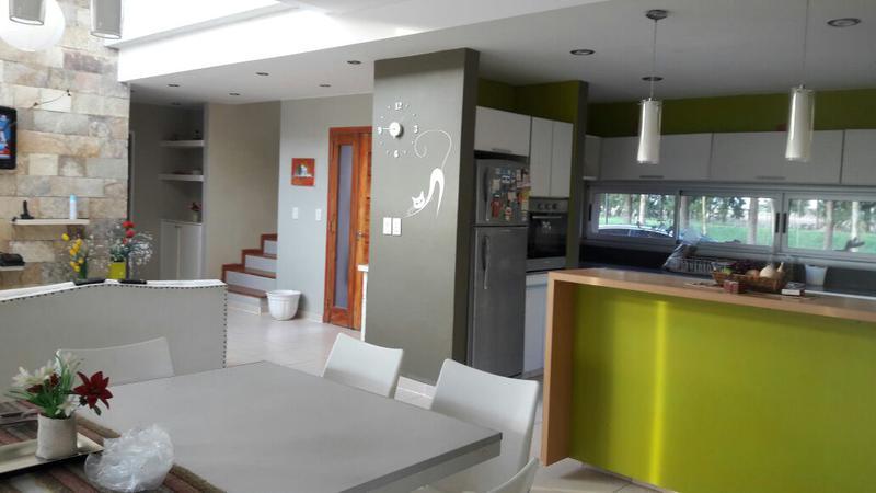 Foto Casa en Venta en  Malibu,  Countries/B.Cerrado  Venta - Casa en barrio Malibú