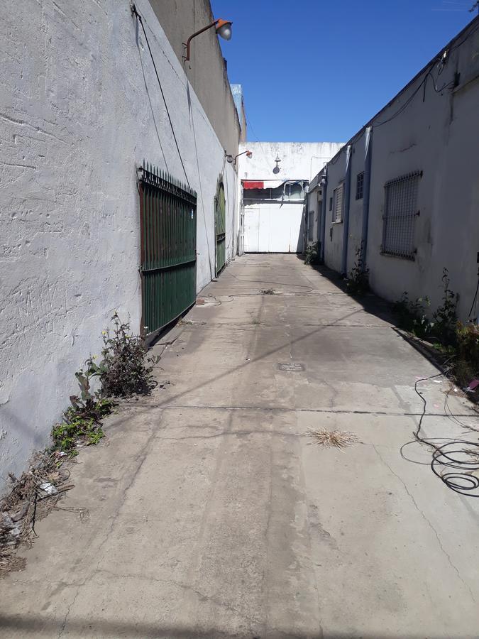 Foto Depósito en Alquiler en  Lomas de Zamora Oeste,  Lomas De Zamora  Laprida al 1100