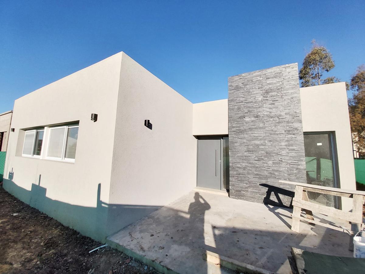 Foto Casa en Venta en  San Eduardo,  Pilar Del Este  Acceso a San Eduardo al 2300