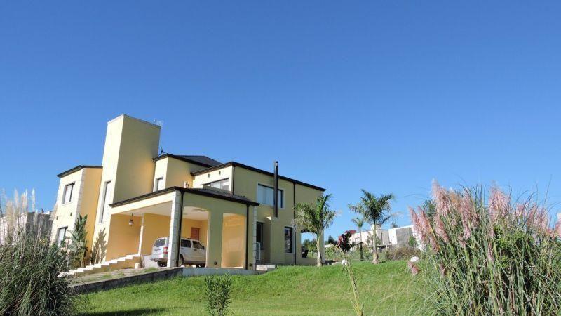 Foto Casa en Venta en  Tafi Viejo ,  Tucumán  Country Loma Linda 100