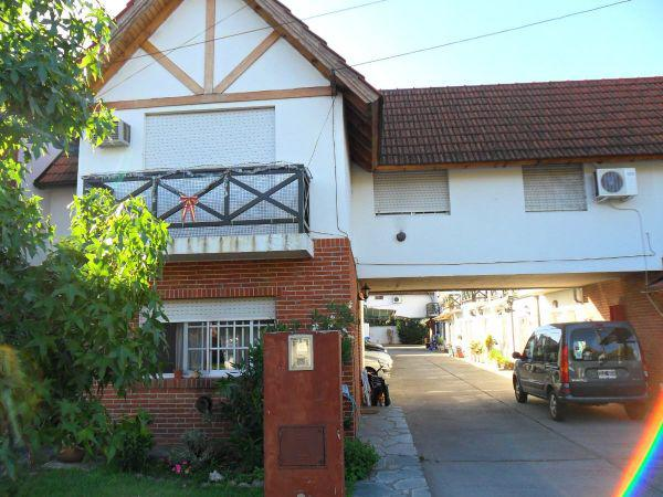 Foto Casa en Venta en  Burzaco,  Almirante Brown  SOLER al 1000