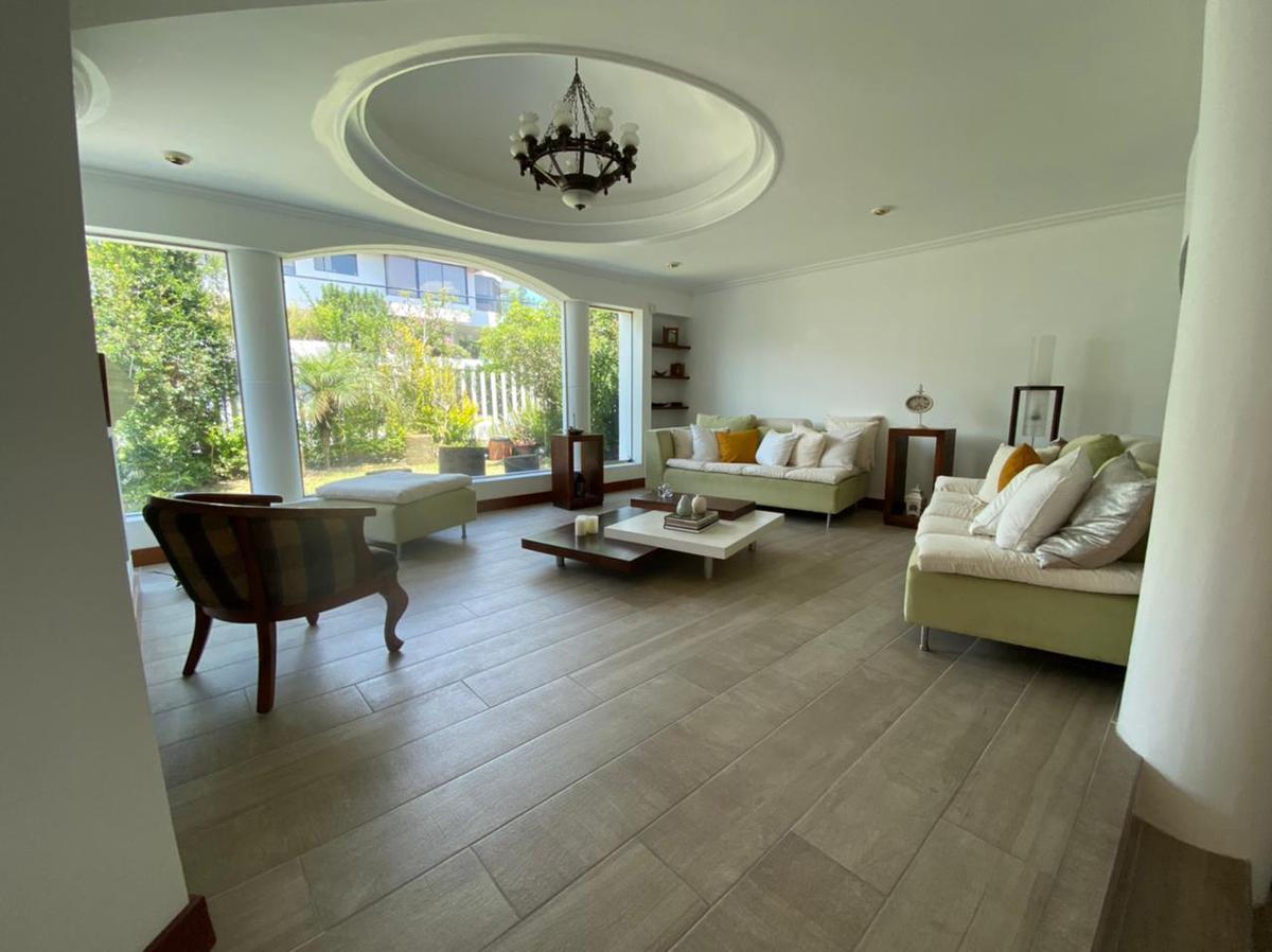 Foto Casa en Venta en  Cumbayá,  Quito  Sector Miravalles se vende casa
