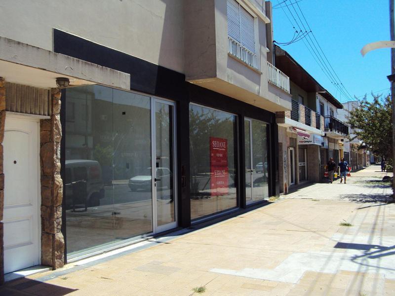 Foto Local en Alquiler en  Berisso ,  G.B.A. Zona Sur  Montevideo entre 28 y 29