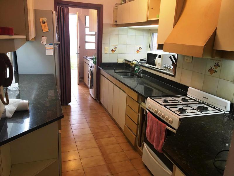 Foto Casa en Venta en  La Plata ,  G.B.A. Zona Sur  115 entre 64 y 65